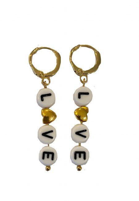 Kleine oorbellen goud met tekst LOVE