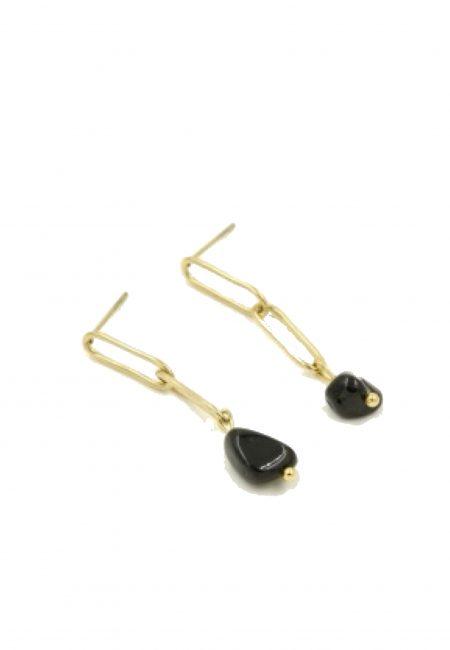 Gouden oorbel met zwart steentje