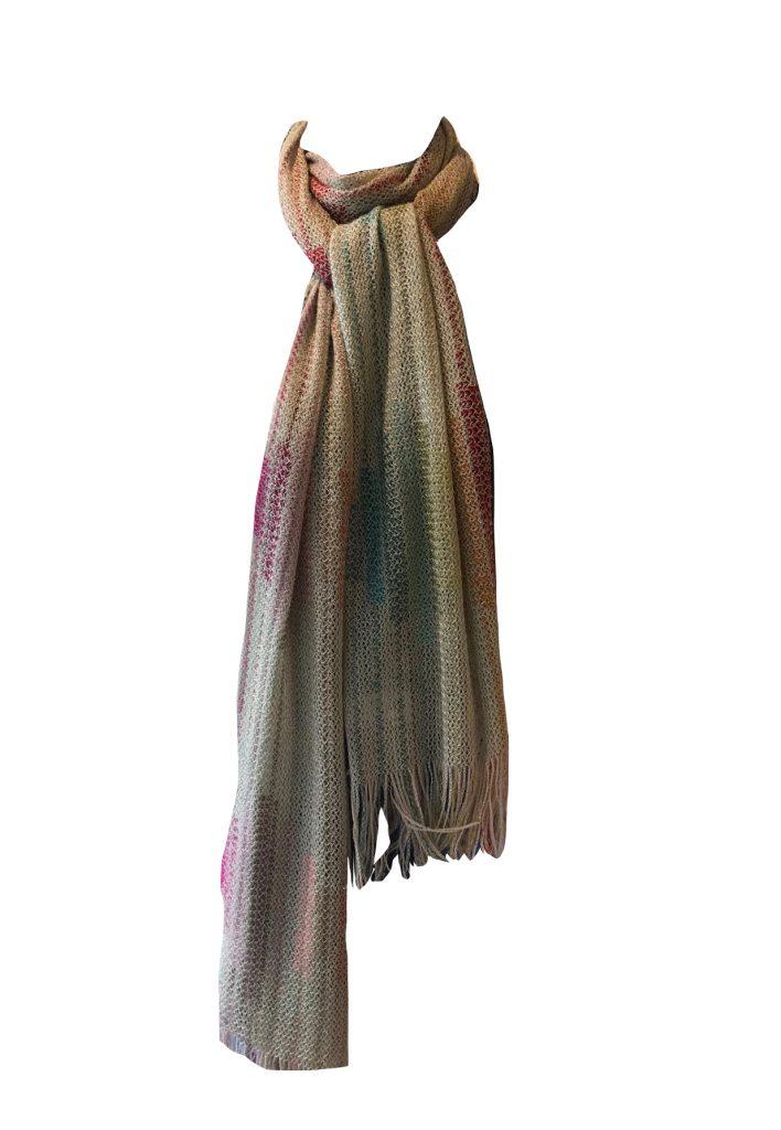 Lange gehaakte kleurrijke shawl