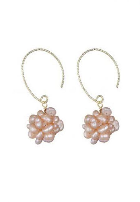 Goudkleurige oorbellen met roze pareltjes