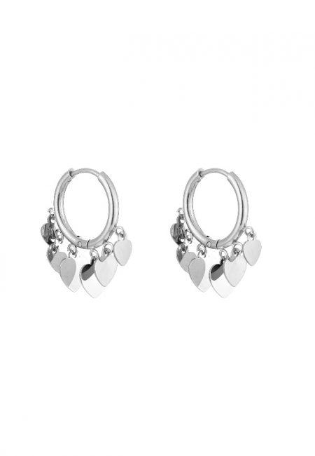 Zilverkleurige oorbelletjes met hartjes
