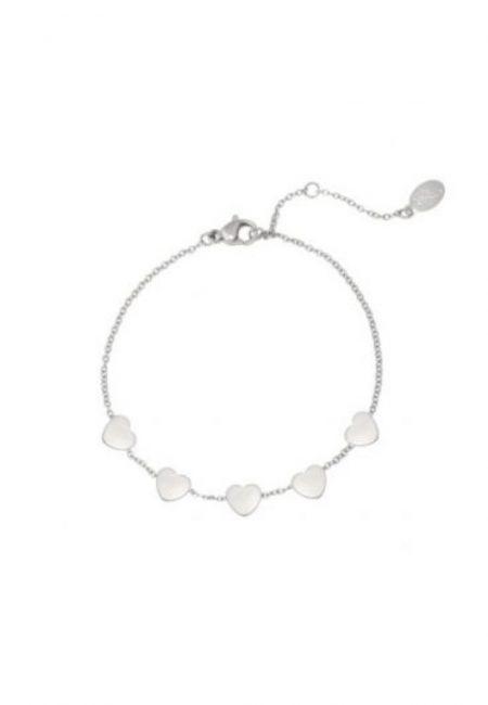 Zilverkleurig armbandje met hartjes