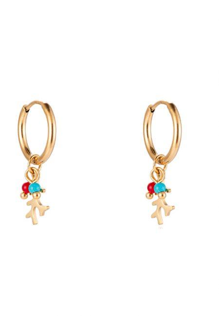 Kleine goudkleurige oorbellen met bedeltjes