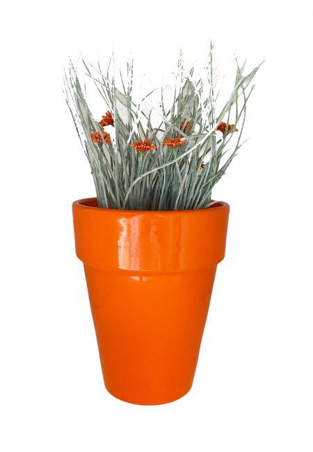 Kunstplantje in oranje pot